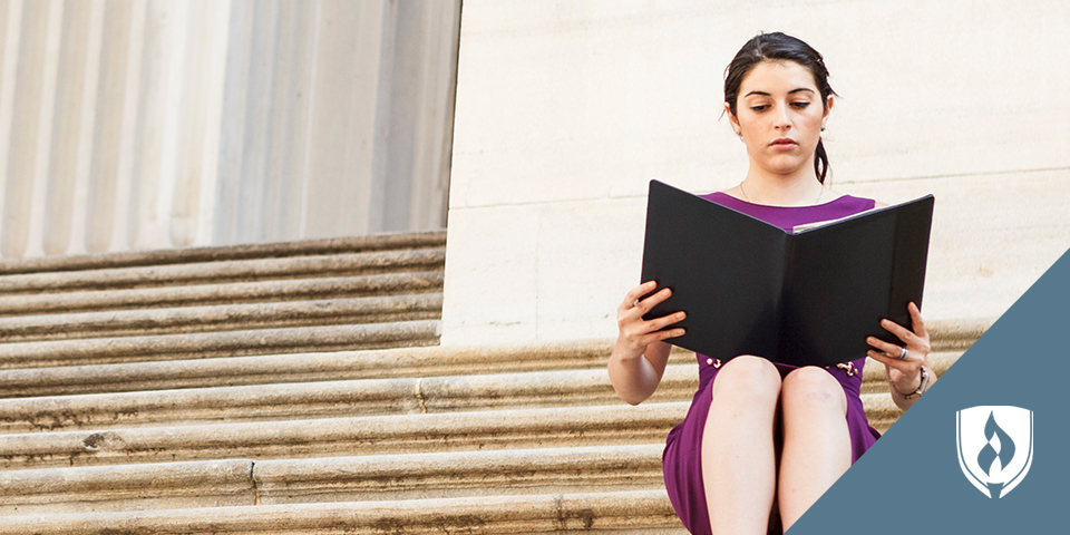 woman reading on courthouse steps